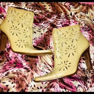 Paola Ruggeri Boots size 8 tan laser cut for sale